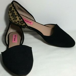 Betsey Johnson Flat Shoes Black Animal Print Sz 7